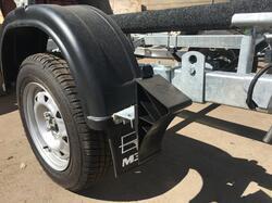 Противооткатные упоры UK10 c держателями (г/п 1600 кг, пластик) и установкой