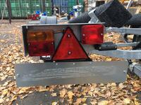Задний фонарь на съемном кронштейне для лодочных прицепов МЗСА левый
